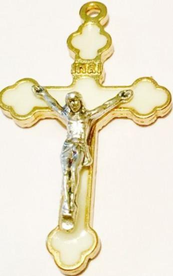 Croix blanche émaillée dorée pour chapelet. 3,8cm x 3,5 cm.