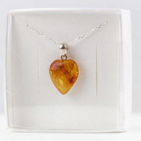 Collier avec pendentif coeur ambre jaune