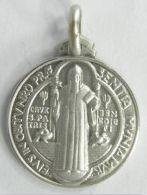 Médaille de saint Benoît en argent.