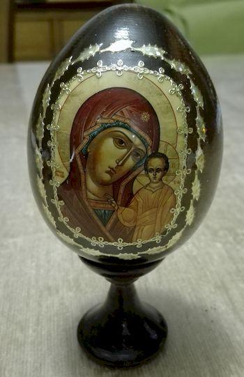 Œuf icône. Vierge à l'Enfant..