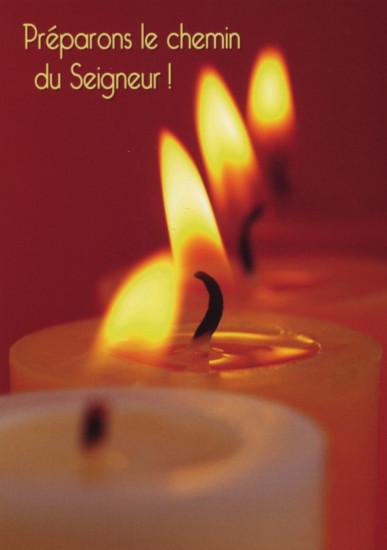 Carte Fin D'année avec 4 bougies blanches sur fond rouge