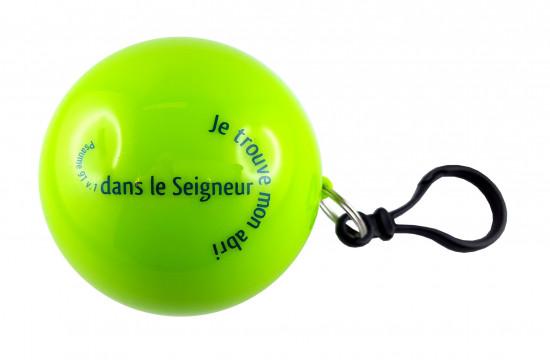 Poncho de pluie dans une boule verte 7 cm Ps 91 v1
