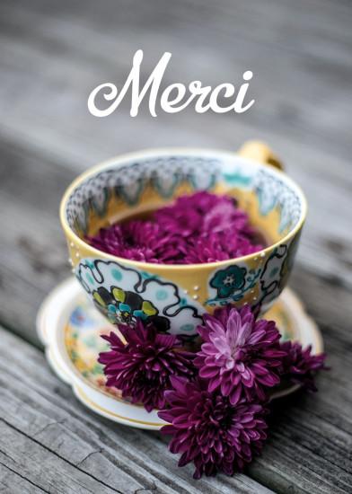 Mini Carte Fleurs violettes dans une tasse en porcelaine