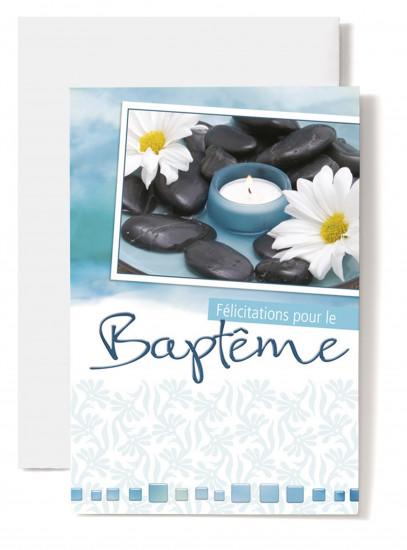 Carte double Baptême:  Marguerites, bougie bleue, galets.