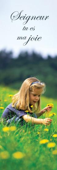 Signet Fillette qui cueille des fleurs dans un champ.