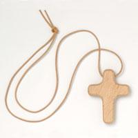 Croix en  bois massif avec cordon