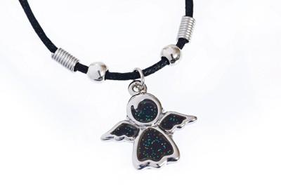 Collier :  médaillon ange couleur varie avec température 2cm
